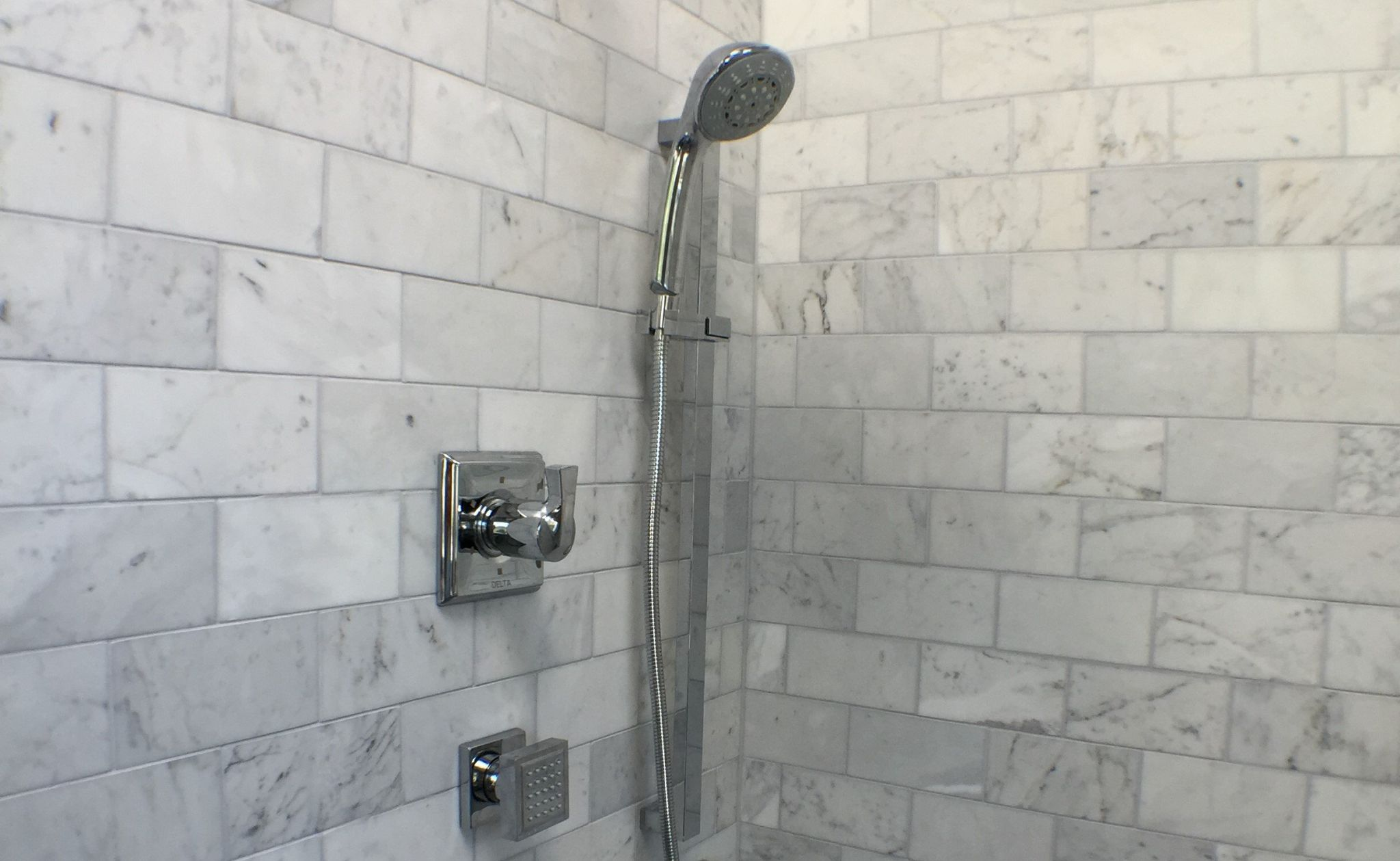 Amazing How To Choose The Best Grout Color For Your Bathroom Interior Design Ideas Clesiryabchikinfo